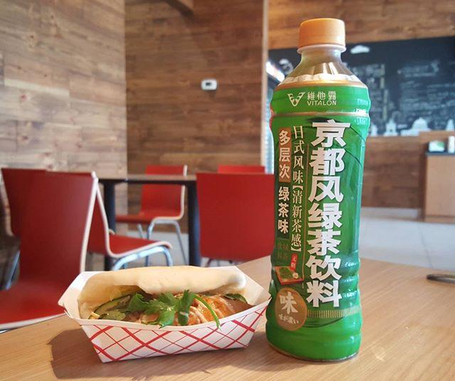 Drink a tea and have a bao! 😎 . . . #itsabaotime #markhamfood #baobanhmi #torontofood #905food #instafood #foodstagram #greentea