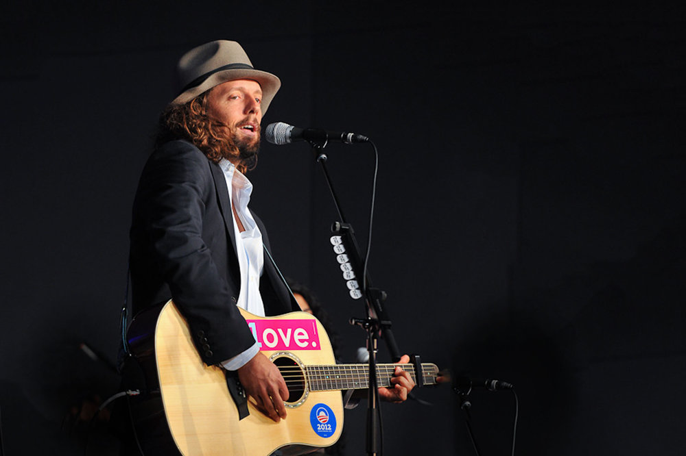 07 jason mraz on stage.jpg