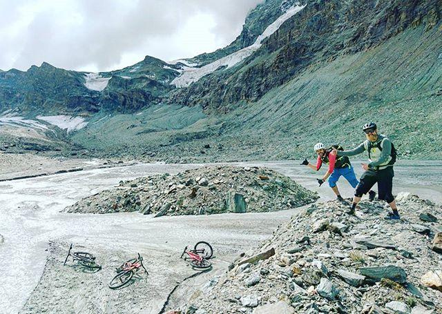 This image could be from another country or even planet. But no, Zermatt is just a really diverse place. 😍🇨🇭 #differenttrails #gohigher @trekbikes @ergonbike @rideshimano @fiveten_official . . . . . . . #mtbswitzerland #mtbzermatt #bikezermatt #bikeswitzerland #trekbikes #trekremedy #shimanoxt #trailbike #mtbguide #bikeschoolviews #rideyourbike #gornergrat #view #bestmountainbiking #matterhorn #alps #singletrail #ridewithguide #trekslash #glacier #gohigher #moon #lifebehindbars #mtblove #inlovewithswitzerland #switzerland #swiss #mountainlove #mountains