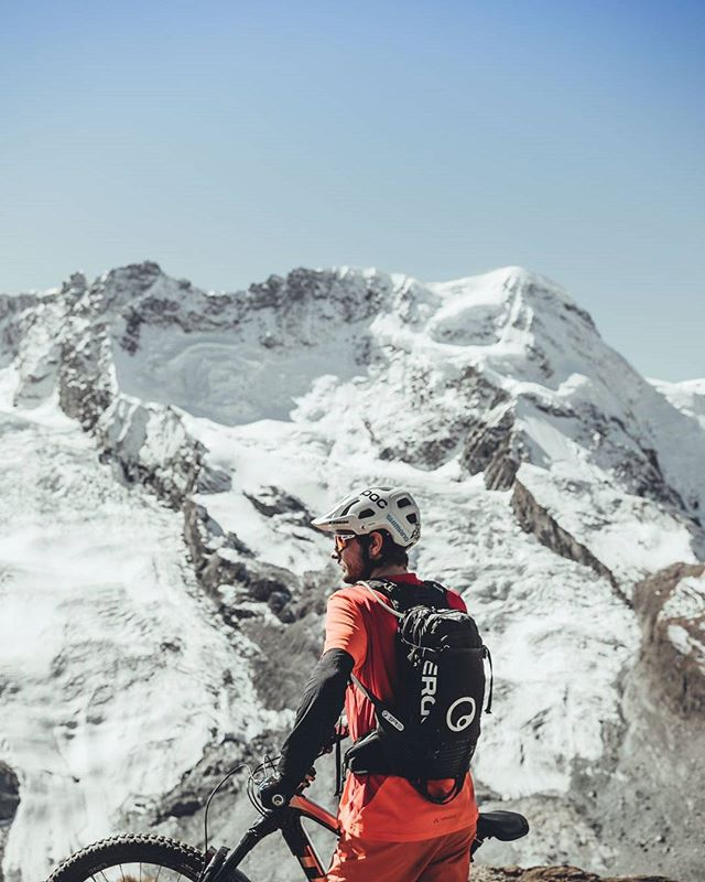 Filming for @myswitzerland and @cyclingtips with an incredible crew. Thanks to the recent snowfall, the glaciers are showing their natural color 🌨 📸 @oli.coulthard #inlovewithswitzerland #bikezermatt @trekbikes @rideshimano @ergonbike @fiveten_official @vaude . . . . . . . #mtbswitzerland #mtbzermatt #bikezermatt #bikeswitzerland #trekbikes #trekremedy #shimano #rideyourbike #gornergrat #view #bestmountainbiking #matterhorn #alps #singletrail #ridewithguide #lifebehindbars #bikelife #glacier #gooutside