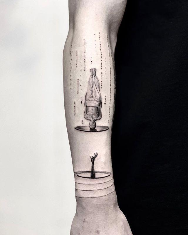 cooler heads prevail 🌑🌑🌑 🌑🌑🌑 🌑🌑🌑 ::: the final image is mirrored ::: 🌑🌑🌑 🌑🌑🌑 🌑🌑🌑 #snuffy #tattoo#tattooartist#realismtattoo #photography#tattoooftheday #minimalism#minimaltattoo #fineline #minimaltattoos#inked#tattooartist #littletattoo#retrominimal#thinline #tattoodo#realism#nyc#brooklyn#willamsburg #tattooidea #contrast #contrast #minimal #art #ink #btattooing #tatuaje