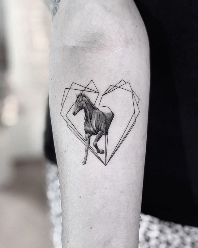 A mustang representing fucking strength and power and love and whatever 🌑🌑🌑 🌑🌑🌑 🌑🌑🌑 #snuffy #tattoo #tattooartist #realismtattoo #photography #tattoooftheday #minimalism #minimaltattoo #fineline #minimaltattoos #inked #tattooartist #littletattoo #retrominimal #thinline #Tattoodo #realism #nyc #brooklyn #willamsburg #tattooidea #contrast #contrast #minimal #art #ink #tattooing #tatuaje