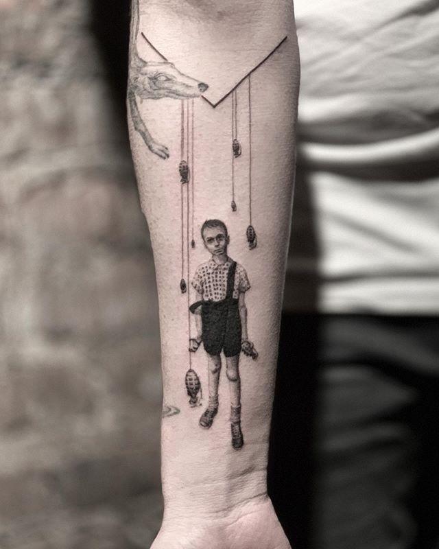 heartbreak warfare 🌑🌑🌑 🌑🌑🌑 🌑🌑🌑 #snuffy #tattoo#tattooartist#realismtattoo #photography#tattoooftheday #minimalism#minimaltattoo #fineline #minimaltattoos#inked#tattooartist #littletattoo#retrominimal#thinline #Tattoodo#realism#nyc#brooklyn#willamsburg #tattooidea #contrast #contrast #minimal #art #ink #tattooing #tatuaje