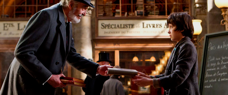 10.Hugo Cabret - A invenção de Hugo Cabret é, então, antes de tudo uma história sobre o tempo. E acompanhar como Scorsese tece as suas várias camadas é a grande aventura do espectador. Ao eleger o cinema como matriz dessa aventura, o diretor harmoniza todos os tempos de que trata seu filme: o presente e o passado de Hugo estão vinculados ao presente e ao passado do cinema; o passado, atravé de Méliès e o nascimento dos primeiros filmes de ficção, as primeiras incursões aos truques de filmagem e montagem; o presente, através das peripécias de Hugo, que são também o presente que se abre ao espectador, por meio de duas narrativas que Scorsese trabalha com mestria em seu filme: a história de Hugo e a história do cinema. Leia mais