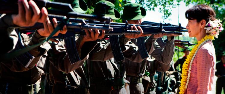 15. Alem da liberdade - O conflito da Birmânia não ganhou a devida atenção na mídia ocidental, mais uma razão para justificar a abordagem de Luc Besson. O filme é praticamente educacional, explicando de uma maneira comovente os sacrifícios que Aung San Suu Kyi enfrentou. (…) O filme dirigido por Luc Besson é um testemunho de coragem e sacrifício, que inspira o espectador através do retrato encantador de Aung San Suu Kyi. Leia mais