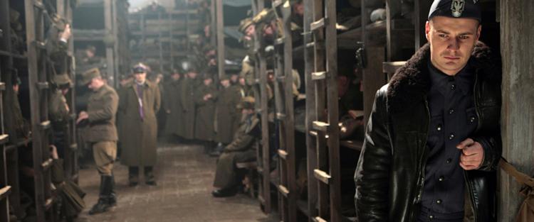 64. Katyn - Em abril de 1940, os soviéticos fuzilaram cerca de 12.000 oficiais poloneses na floresta de Katyn. Muitos destes eram reservistas e atuavam como engenheiros, técnicos ou cientistas. Sem eles, calculava Stalin, seria muito mais difícil à Polônia reerguer-se (Hitler, por sua vez, já se havia incumbido do extermínio dos intelectuais poloneses). O caso do do massacre da floresta de Katyn foi um desses episódios em que os soviéticos culparam os nazistas por um crime que eles cometeram. Mas em 2007, o diretor Andrzej Wajda, trouxe a luz a verdade sobre esse evento trágico para seu povo e para sua família, já que ele perdeu o pai no massacre. Leia mais