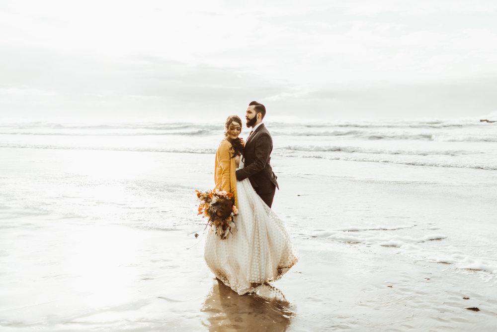 Stephanie & Dallas // Hug Point Elopement