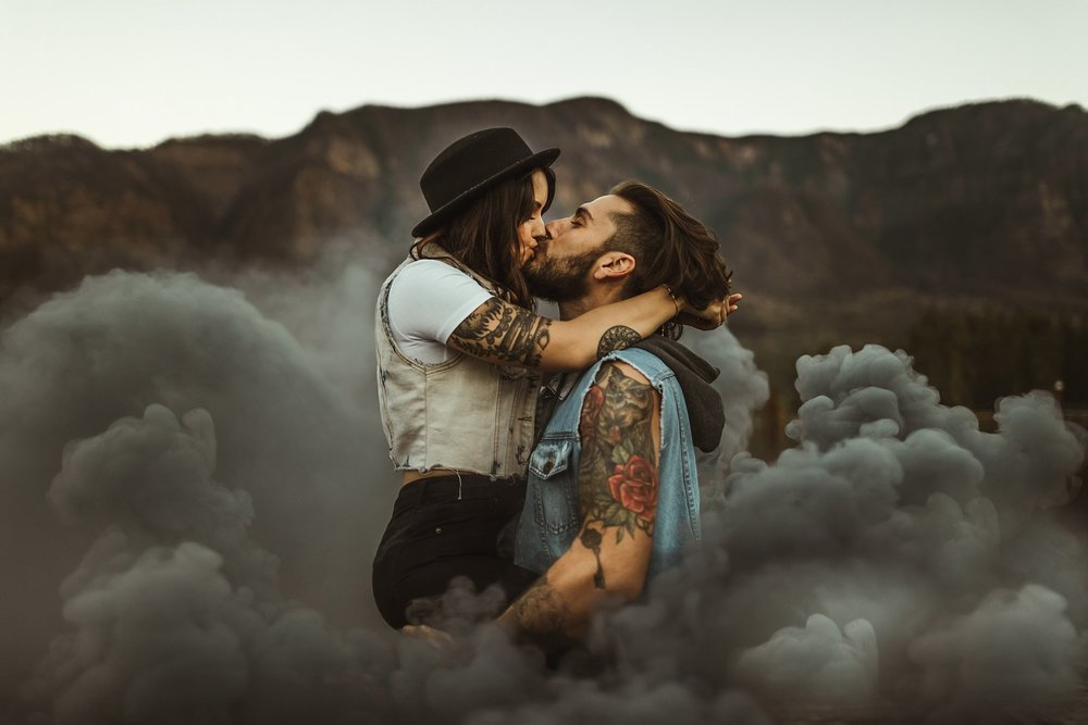Smoke-bomb-engagement-photos.jpg