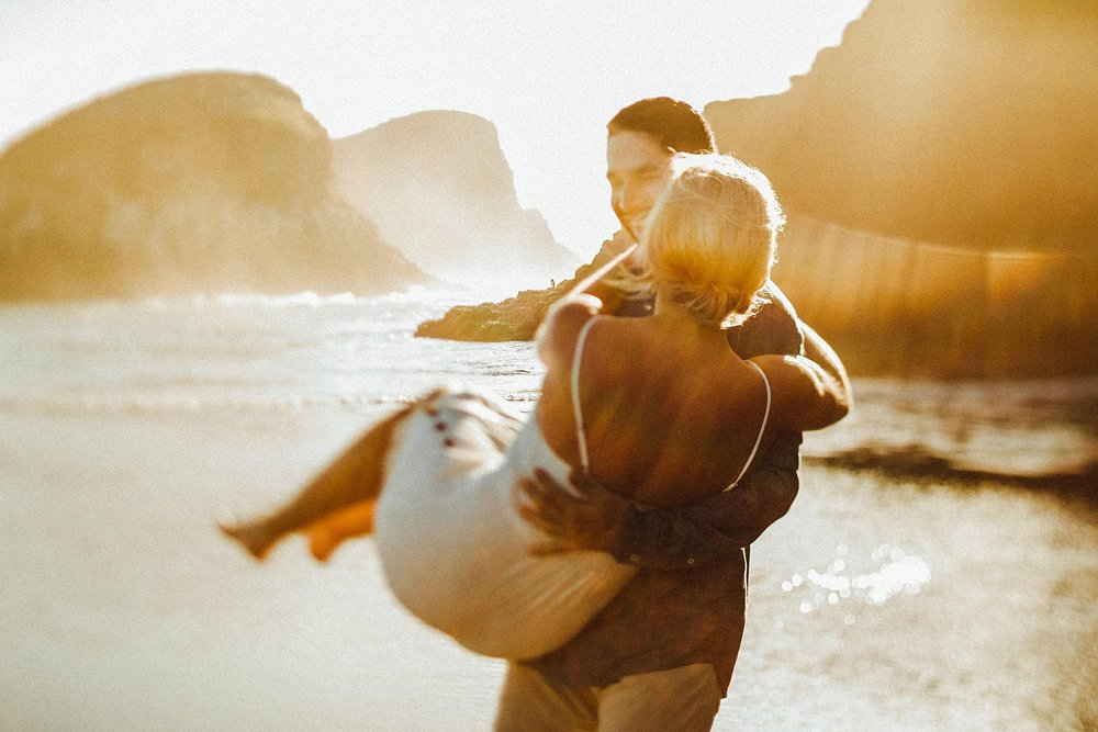 dreamy couple photos in Oregon
