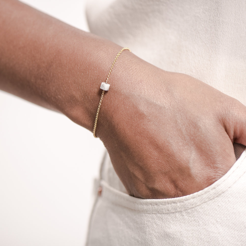NANA Bijoux Armkette Goldplattiert Gold Kubus Howlith_3.JPG
