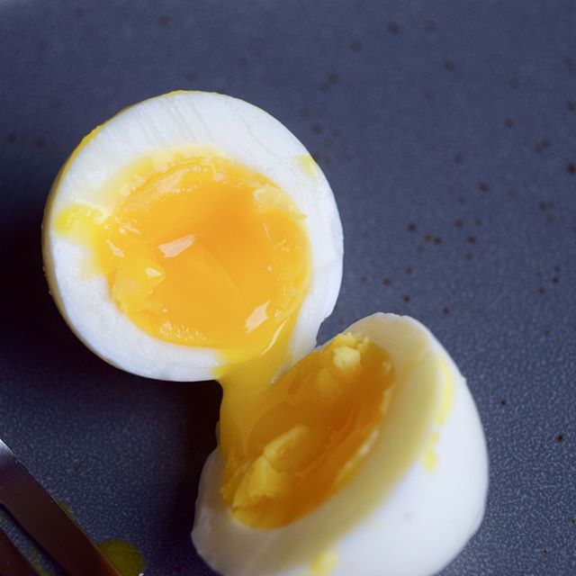 FOOL-PROOF PERFECTLY SOFT-BOILED EGGS ⁣ ⁣ It has to be in all caps because I am SO EXCITED. I love soft-boiled eggs and I get so sad when I accidentally overcook them. But I've cracked the code on the perfect soft-boil. ⁣ ⁣ READY FOR IT?!⁣ ⁣ You need:⁣ Instant pot (5 or 6qt) ⁣ steamer insert/basket⁣ Large bowl of ice ⁣ 2 cups water, divided⁣ 6 eggs⁣ ⁣ Add one cup of water to instant pot and along with steamer basket. Place six eggs in steamer basket. Put lid on, turn vent to seal, and manually pressure cook for 3 minutes. ⁣ While eggs cook, fill large bowl with ice and remaining cup of water. ⁣ When time is up, quick release pressure. Immediately transfer eggs to ice bath. ⁣ Allow to cool for 10-12minutes, then peel and enjoy! ⁣ ⁣ ⁣ ⁣ ⁣ #eggs #brunch #yolkporn #sundaybrunch #paleo #primal⁣ #breakfast⁣ #instantpot ⁣ #yolk #paleodiet #whole30 #glutenfree