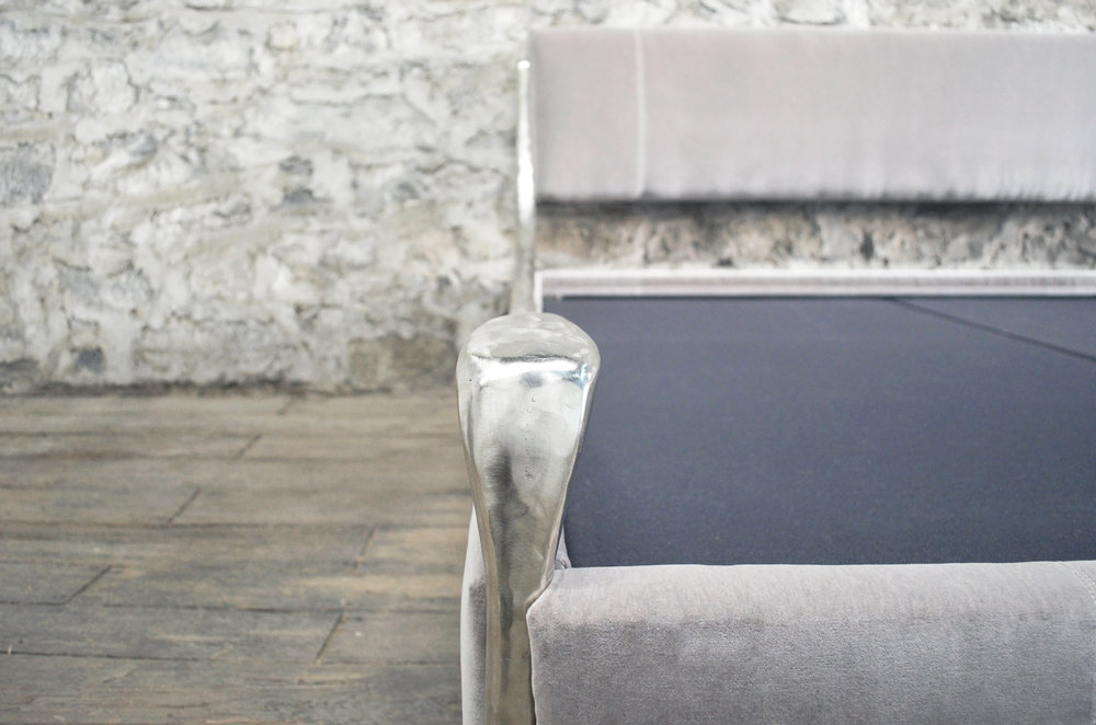 Giac-King-Bed-Mohair-grey-frame-foot-detail.jpg
