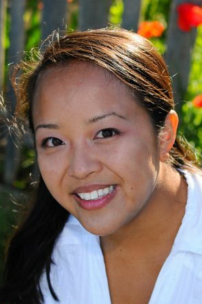 2015 Stephanie Nguyen Headshot.jpg