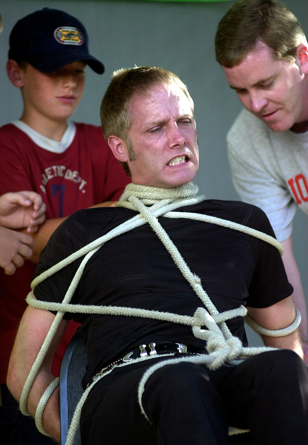 Escape Artist Michael Griffin attempts to defend his $1,000.00 Challenge from 50 feet of rope despite the herculean efforts of the challengers to keep him prisoner