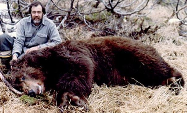 "George Caswell with his 10'10"" 29 5/16 B&C bear."