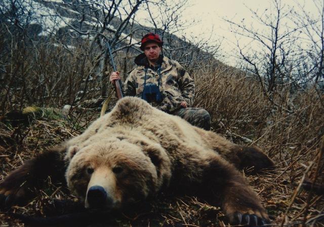 "Rod Bohn with his 9'5"" brown bear."