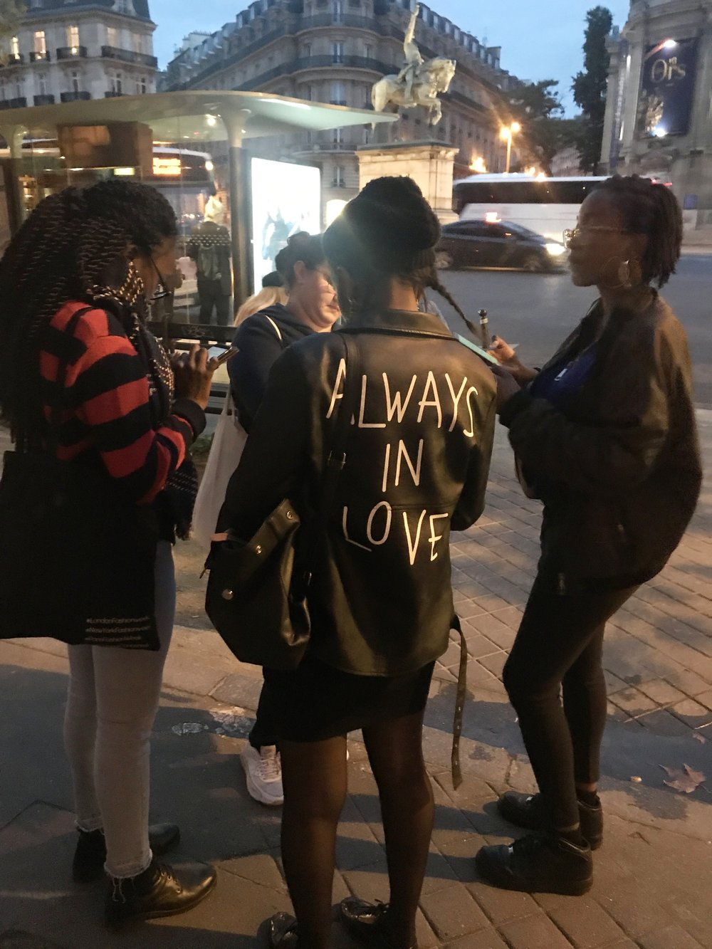 Socializing in the streets,belles personnes, always in love