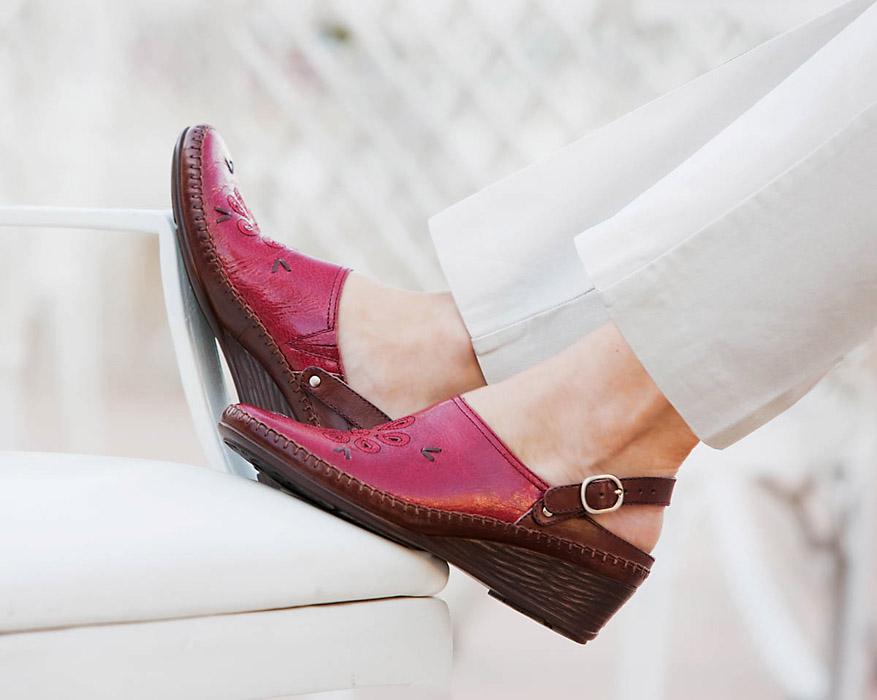 red shoe3.jpg