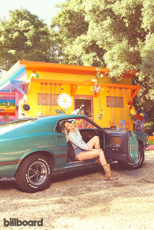 Miley-Cyrus-bb11-a-fea-6sajl-a7d-2017-a-billboard-1240.jpg