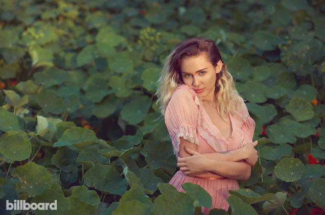 Miley-Cyrus-bb11-a-fea-jux82x-wq2-2017-a-billboard-1548.jpg