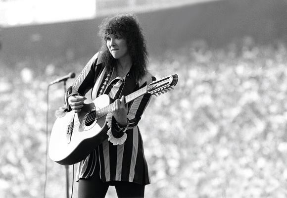 ann wilson on guitar