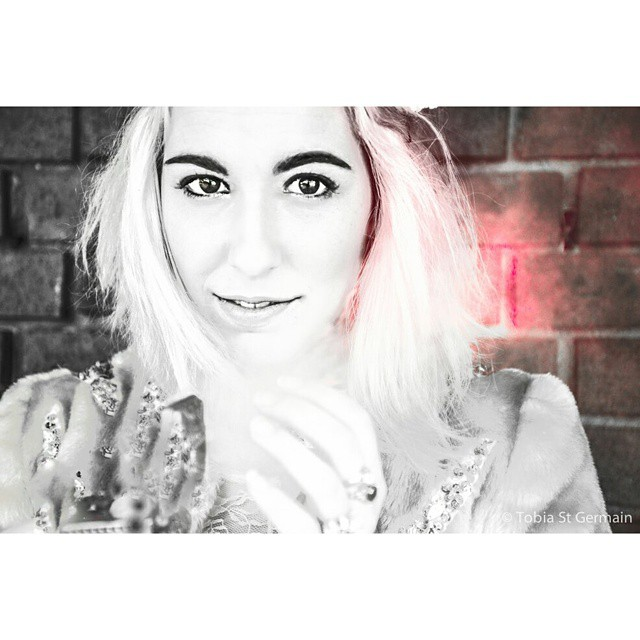 @bella_trixks   #glow #pink #portrait #crownheights