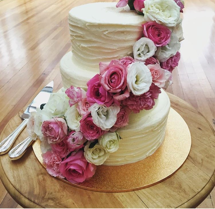 Vanilla Pod Wedding cake fresh florals brisbane.jpg