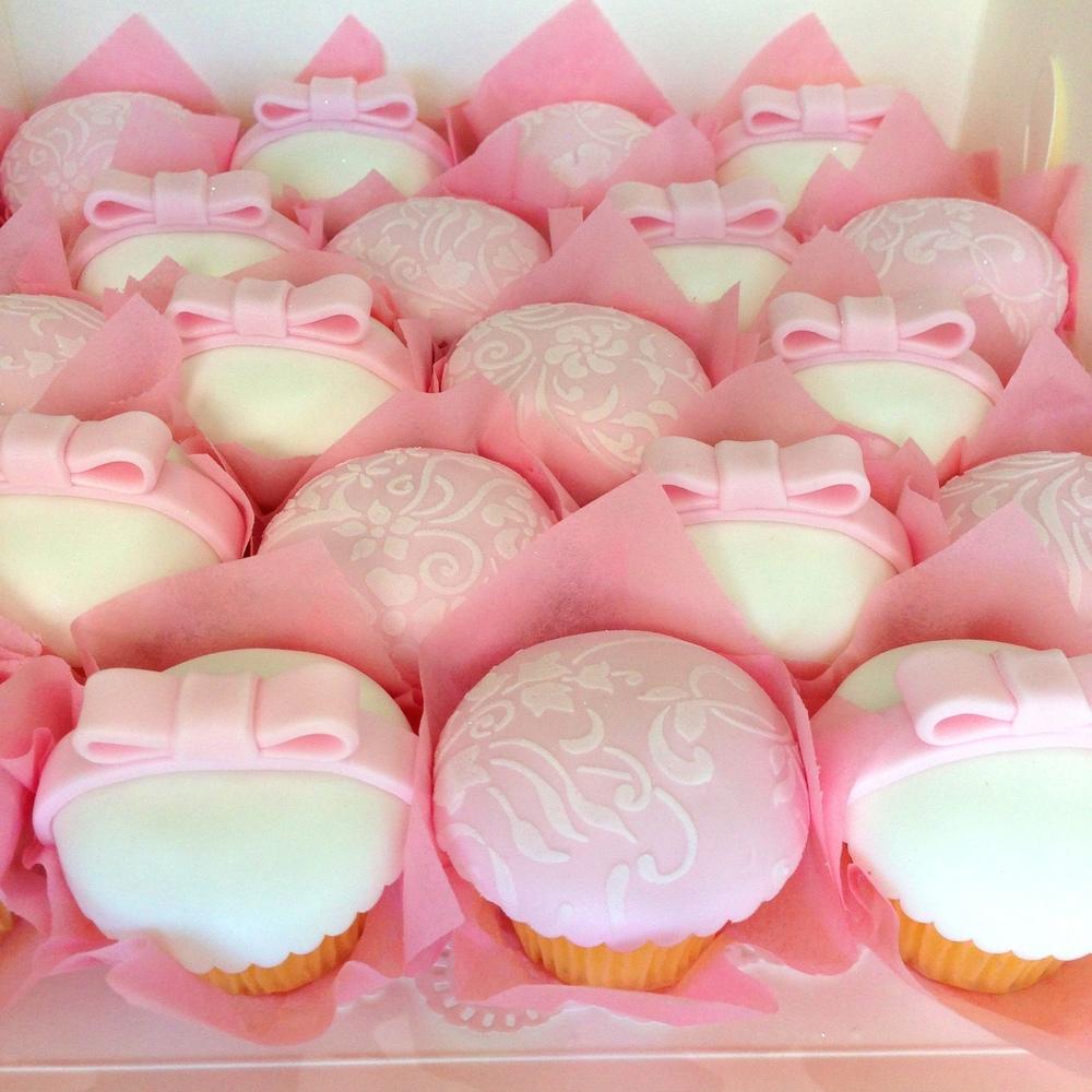 Vanilla pod wedding cupcakes (1).JPG