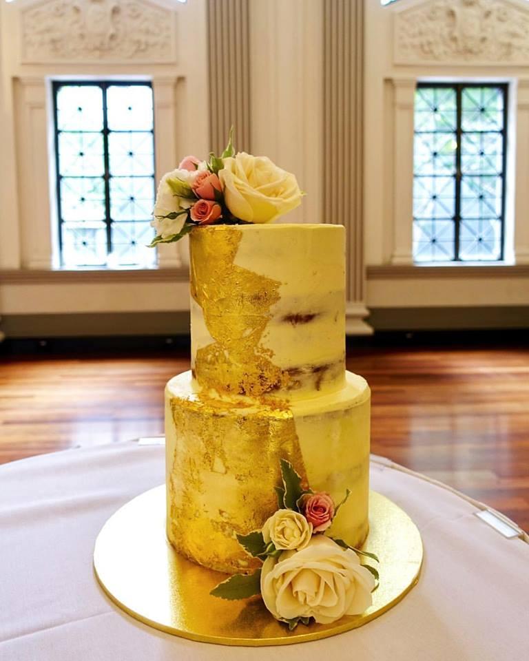 vanillapod-weddingcake-goldleaf.jpg