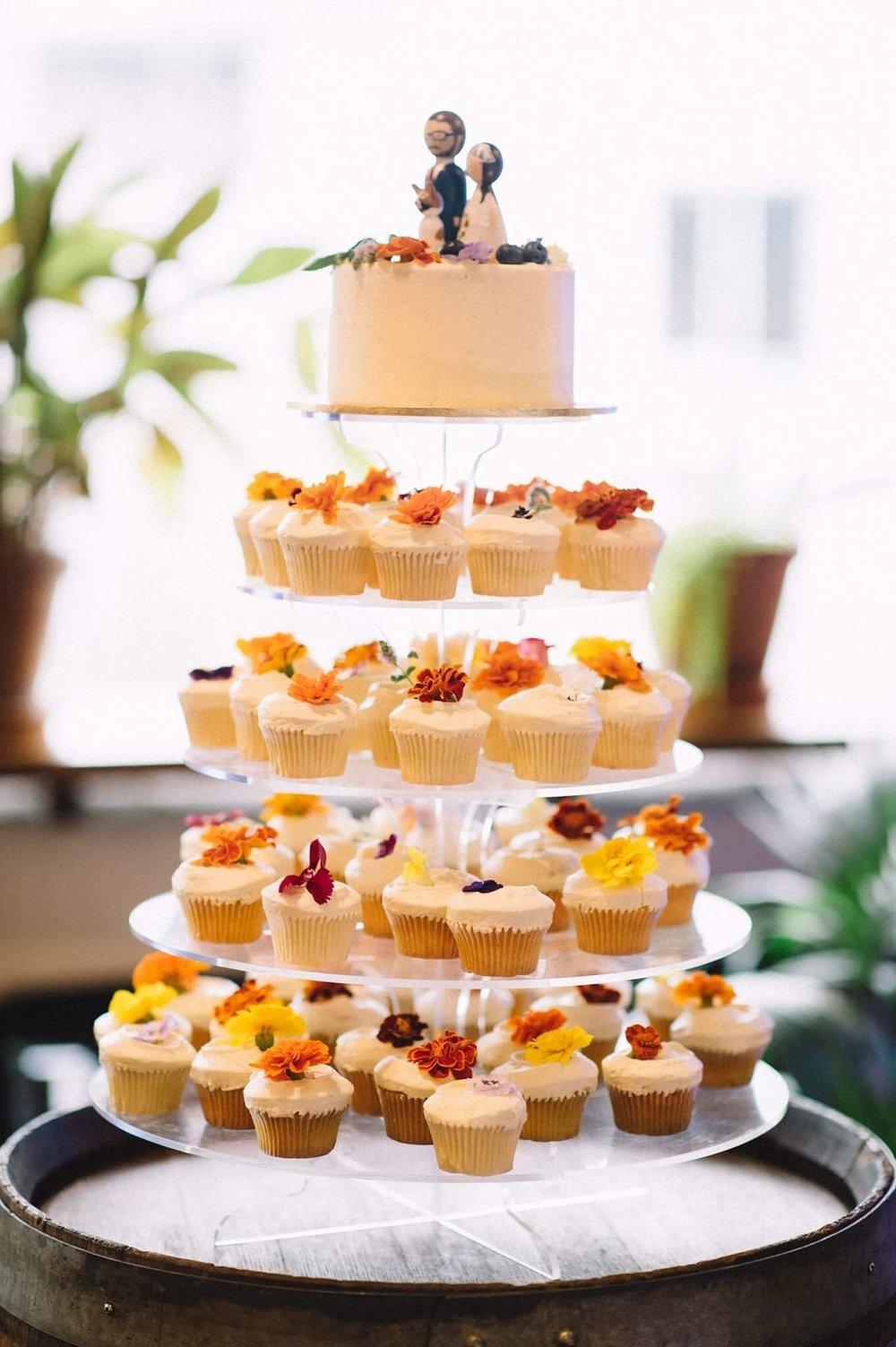 vanillapod-weddingcake-cupcake.jpg