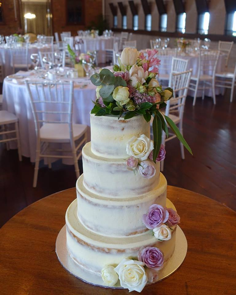 vanillapod-weddingcake-flowers.jpg