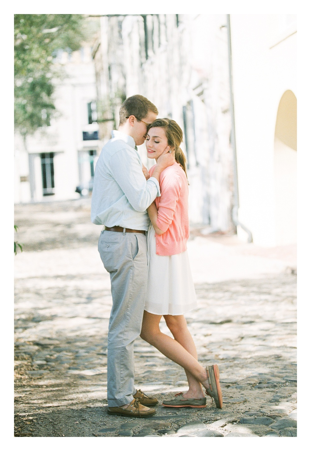 Charleston engagement photographer captures couple shares a sweet moment in downtown Historic Charleston street