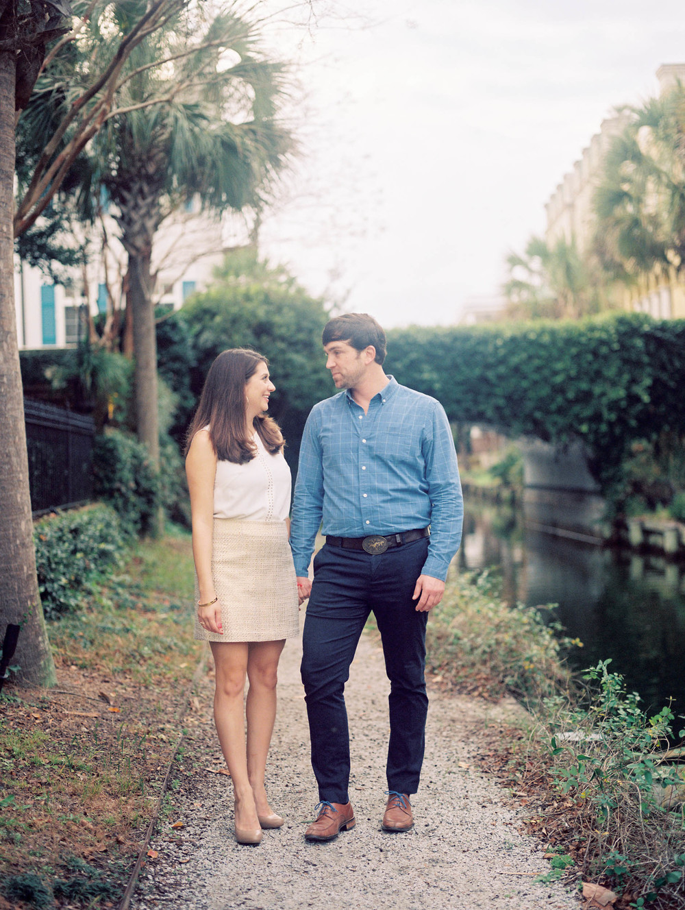 Charleston engagement photographer captures couple at Creek Club at I'On engagement session