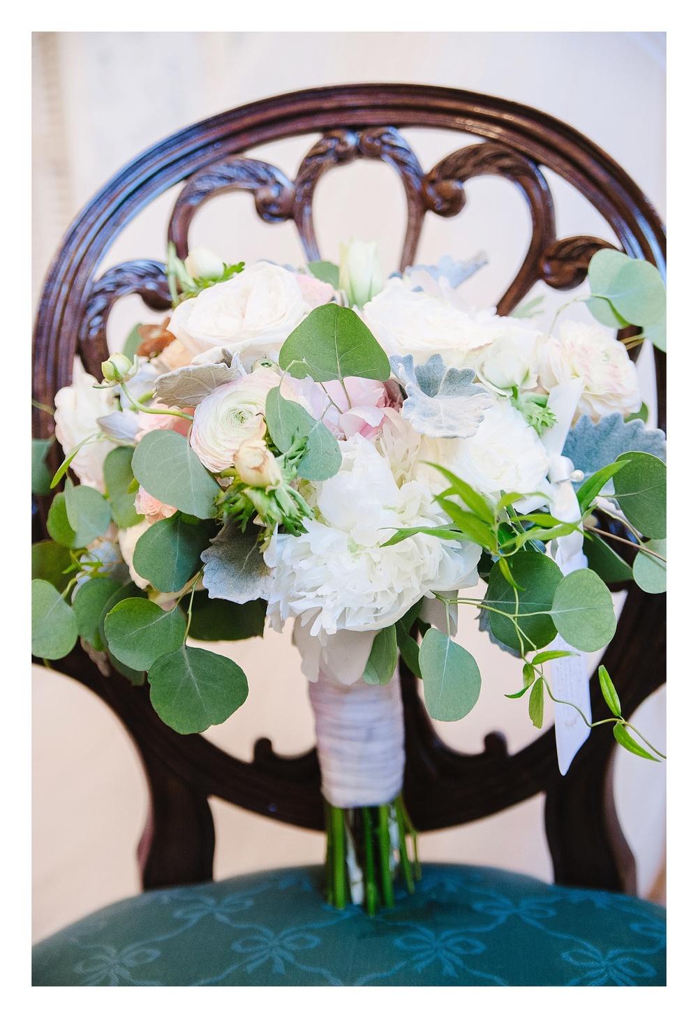 Green Bee Floral Design bridal bouquet