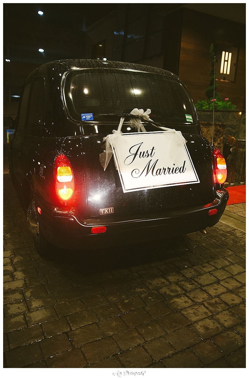 just married sign on london taxi