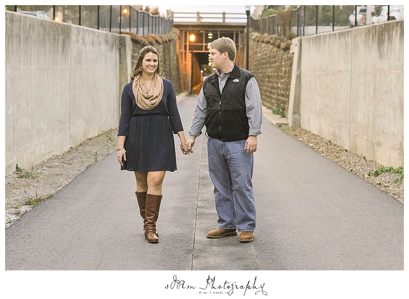 couple takes engagement photos in Columbia, SC