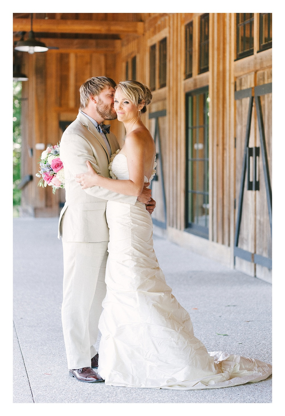 Charlotte wedding photographer captures bride and groom