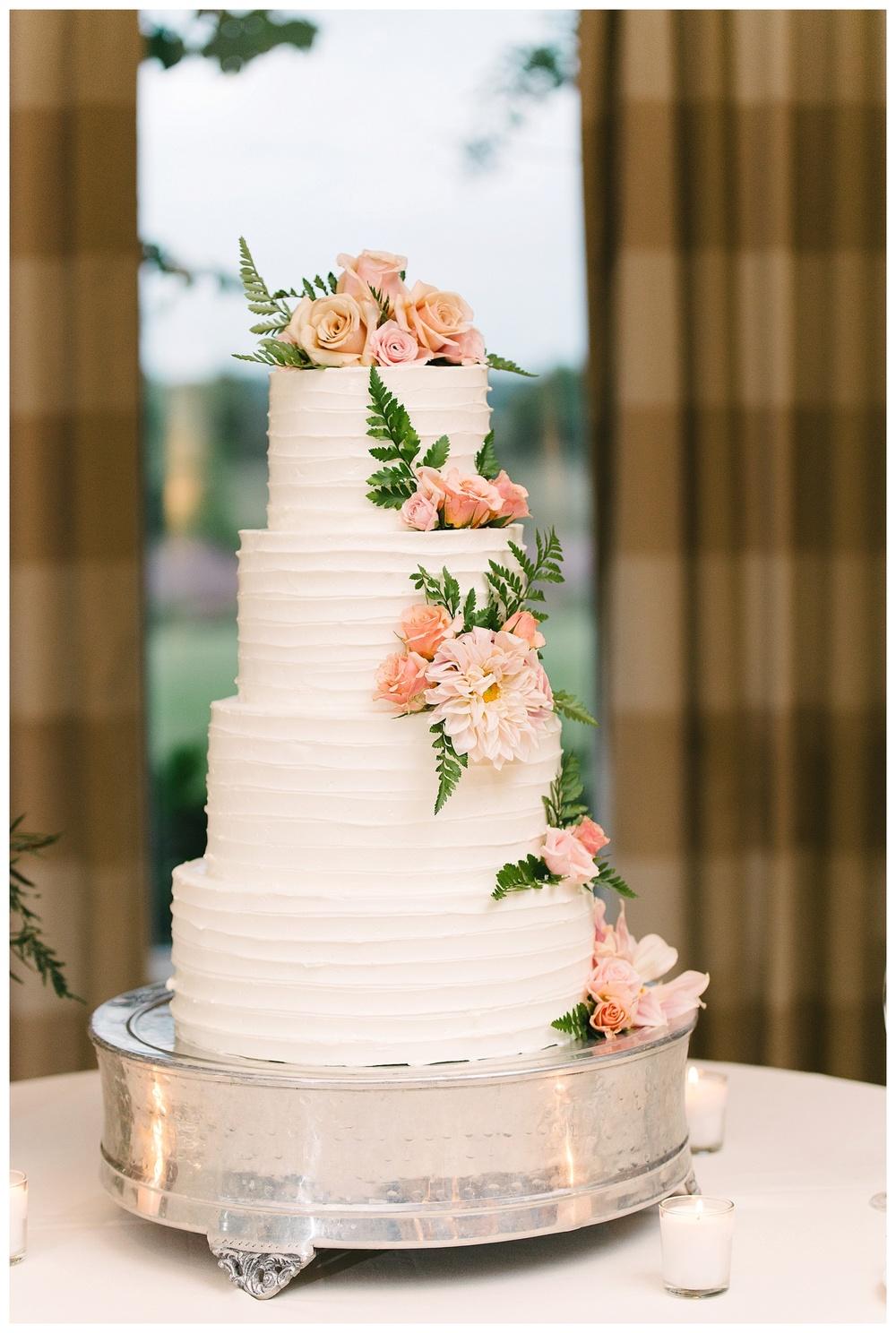 wedding cake at daniel island club charleston sc
