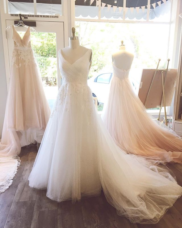 We are extending our hours this weekend so you ladies can all have a chance to view this dreaminess before it leaves us. Give us a 💍for a visit! 925.298.4100 @kellyfaetanini #trunkshow #beyondgorgeous #laceandbustlebridal