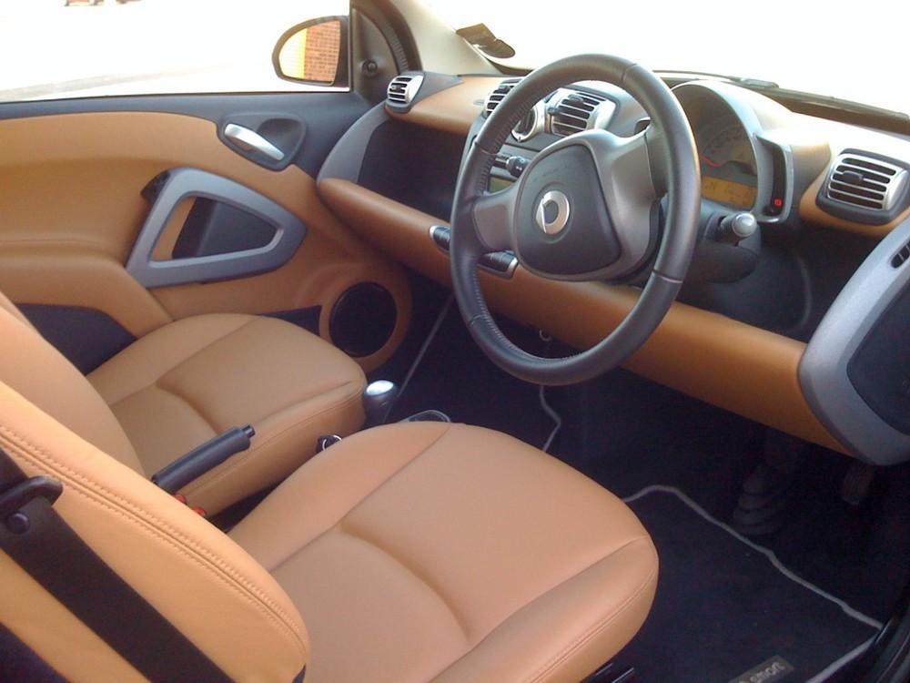 SMARTCAR-Leather-Seats-1024x768.jpg