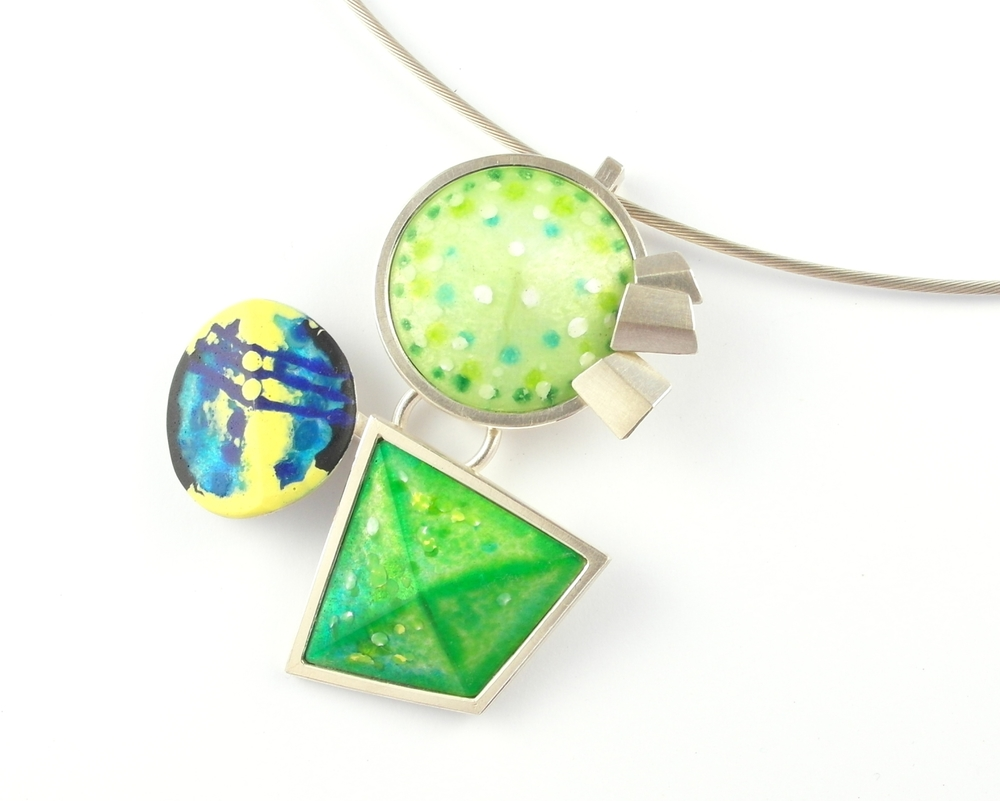 D884 Pendant by Dore Stockhausen 2012 - 925 & fine silver, enamel (Private collection)