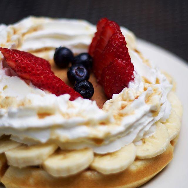 Can't decide between pancakes or waffles? Choose both! #bluehawaiilifestyle #livealoha #mmm #🍴