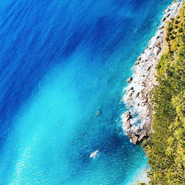 """Let's hang out. We can get açai after."" - Nature http://bluehawaiilifestyle.com/ #bluehawaiilifestyle #weekend #pauhana #acaibowl #nature #surf #beach"