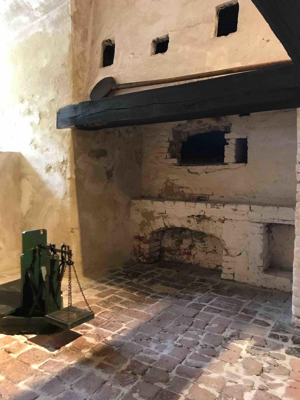 #SchlossForchtenstein #esterhazy #kamin #brot.jpg