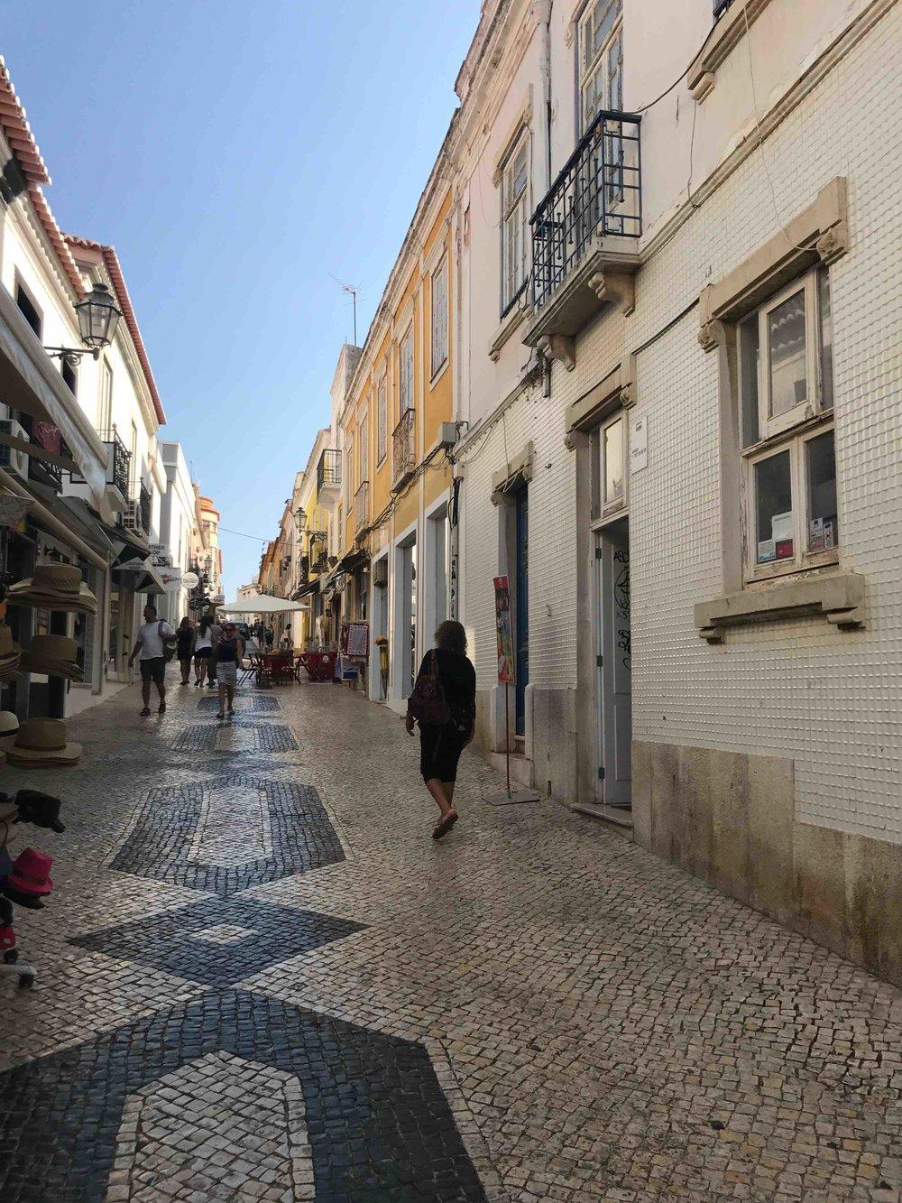 #disawistories #reiseblog #portugal #algarve #lagos #altstadt #surfen.jpg