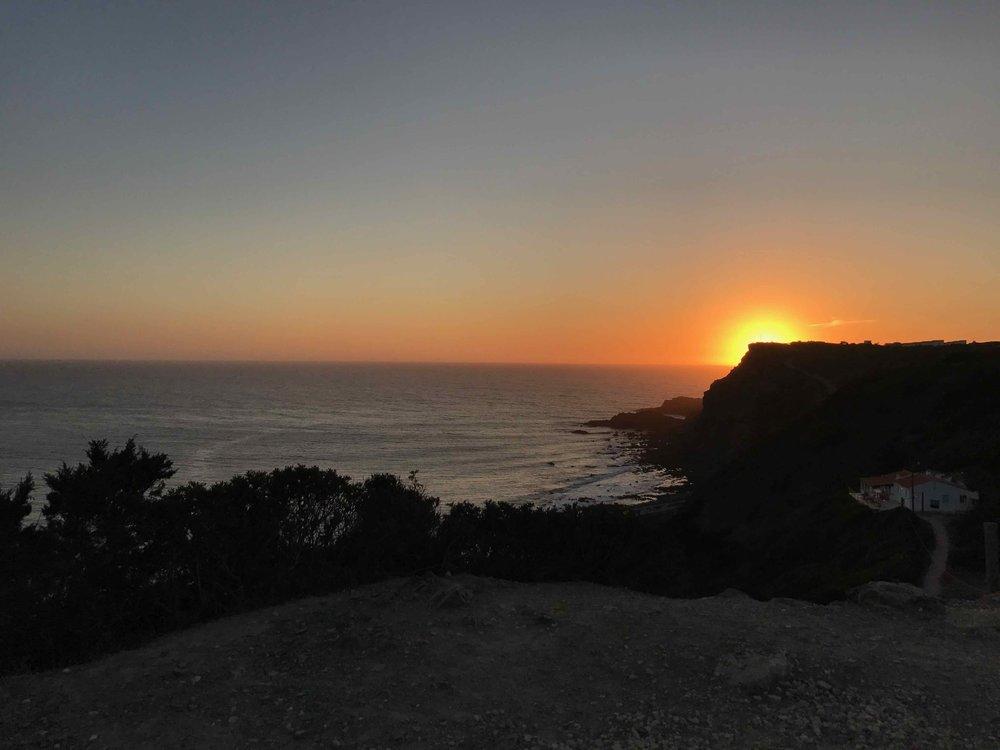 #disawistories #reiseblog #portugal #algarve #arrifana #surfen #sonnenuntergang.jpg