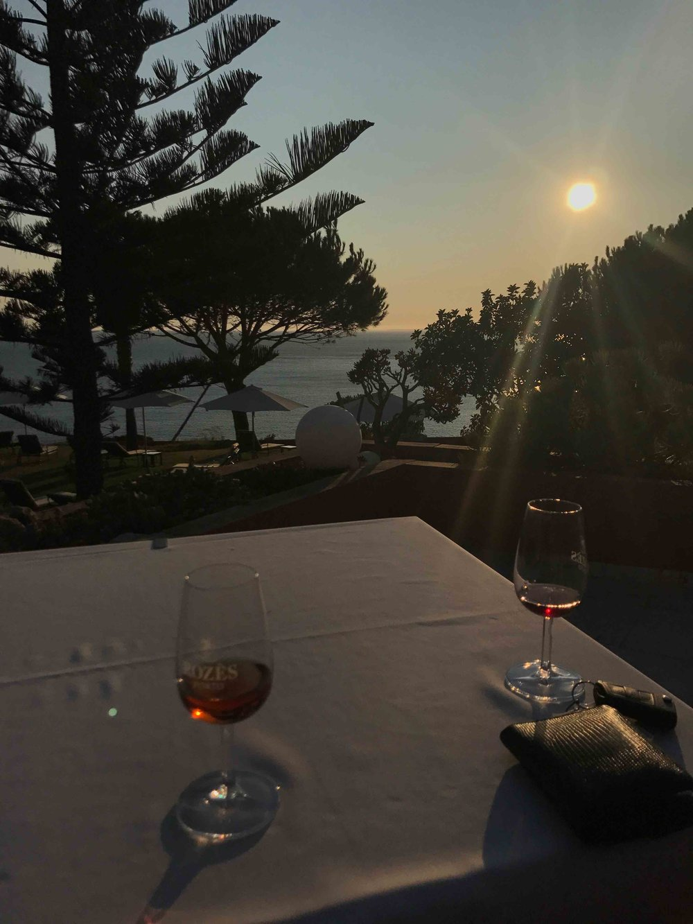 #disawistories #reiseblog #portugal #algarve #avivendamiranda #surfen #sonnenuntergang #portwine.jpg