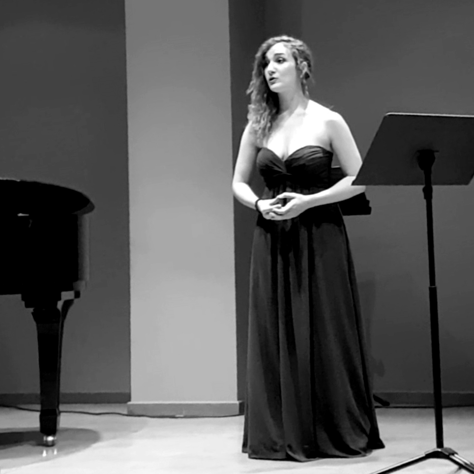 Sara García - Profesora de canto y piano inicación