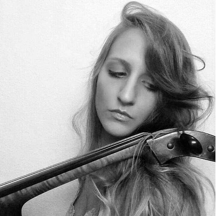 Belinda Zazo - Profesora de Violoncello, violín y piano iniciación.