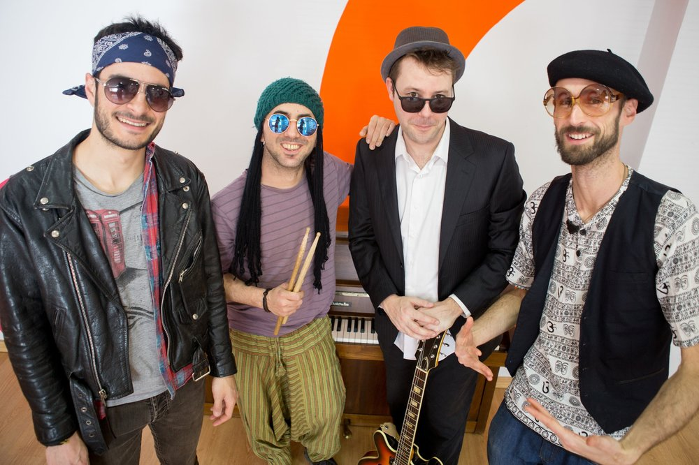 Historieta y Musiqueta - con Jimmy, Alex, Gon y JonnyDomingo 12 de mayo